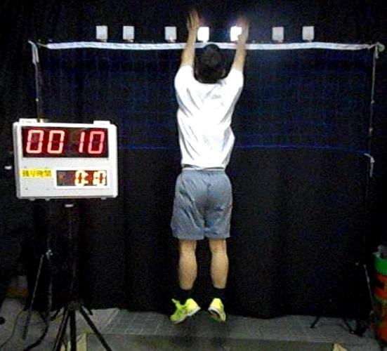 非接触 動態視力測定装置(バレーボールタイプ)HP用