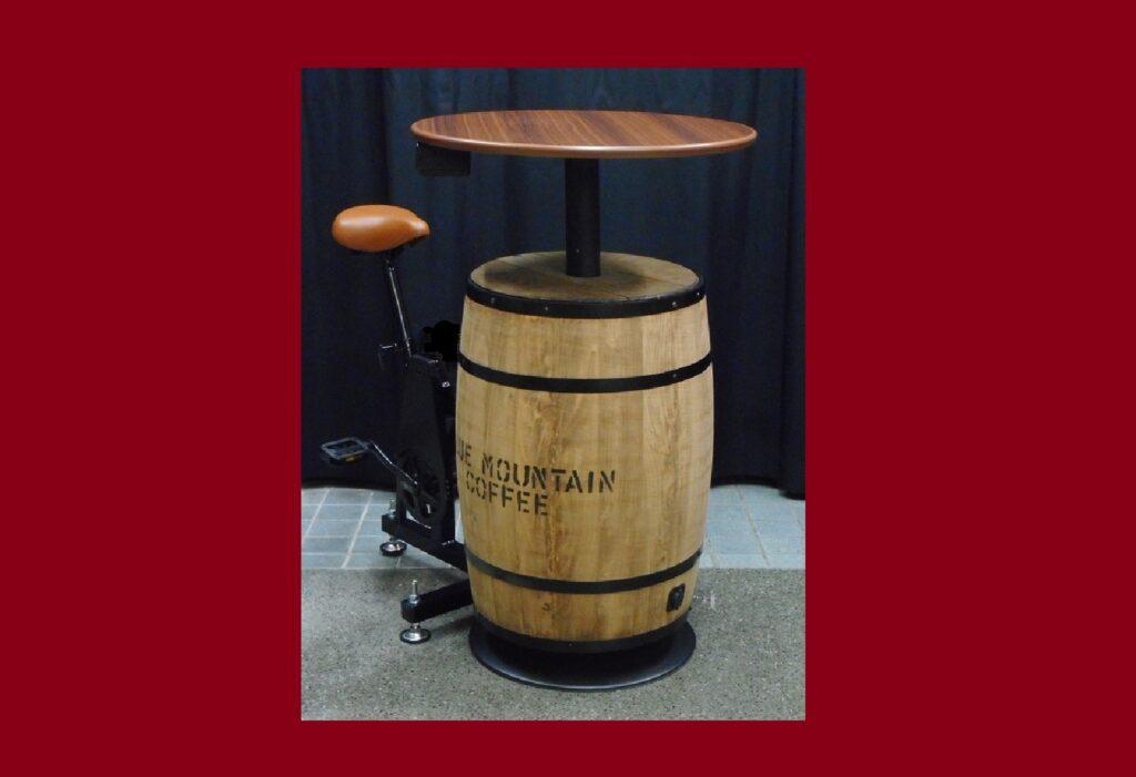 テーブル付き 樽型 足漕ぎ発電機1